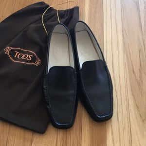Women's tod's black loafer